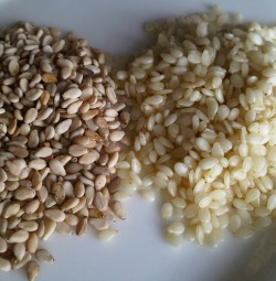 Whole organic sesame seeds versus refined, white ones.
